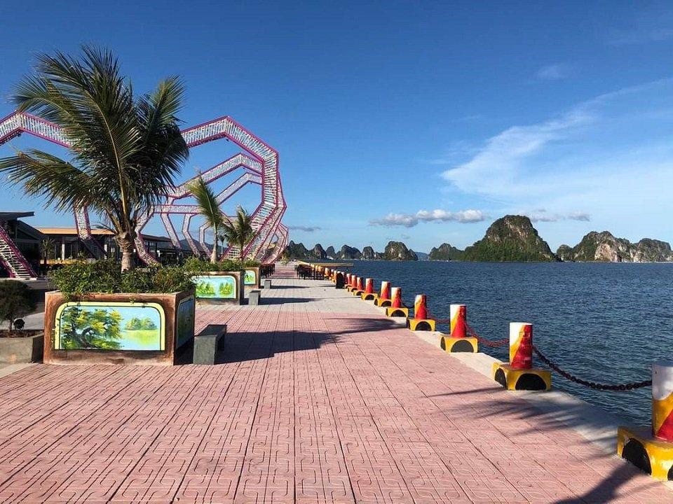 đường dạo bộ ven biển Phương Đông Vân Đồn
