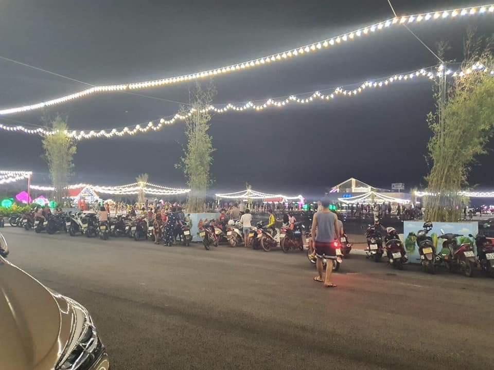 chợ đêm Phương Đông Vân Đồn