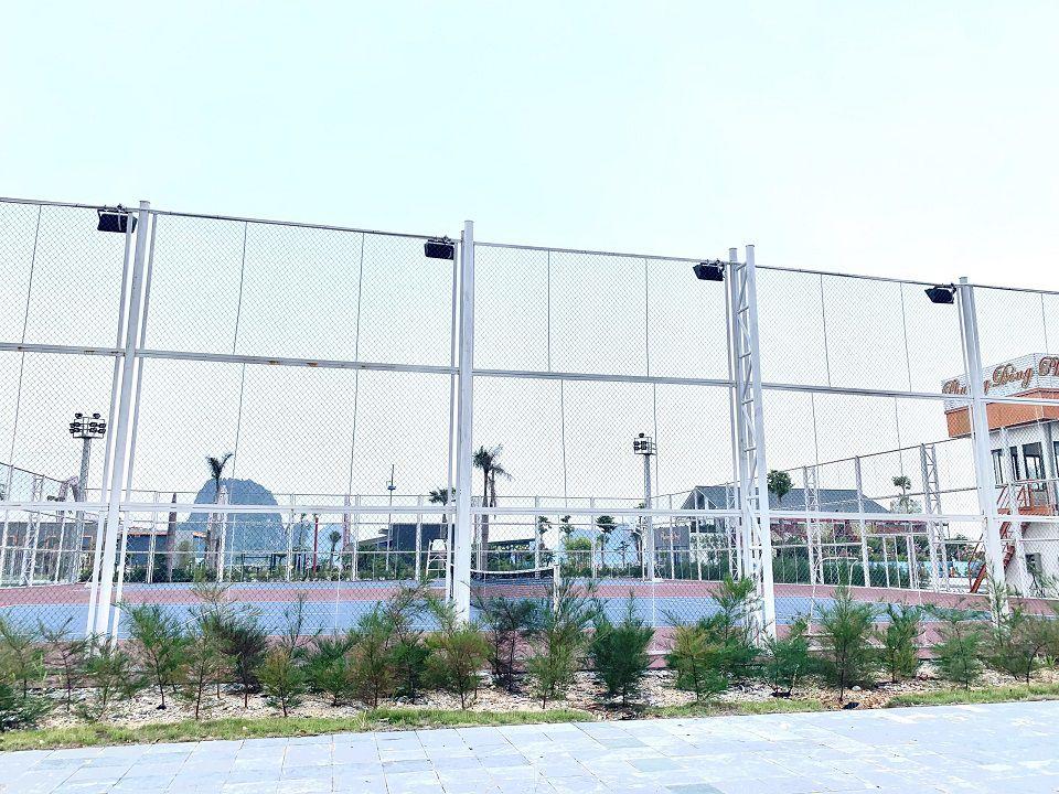 sân chơi tenis trong Phương Đông Vân Đồn